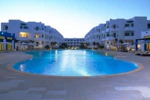 Vue panoramique piscine en résidence