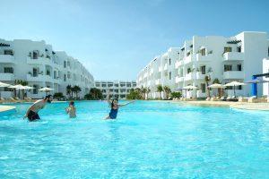 Piscine avec famille et enfants à Mansouria Beach Resort Mohammedia Bouznika