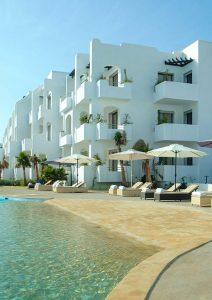 Appartements à Mansouria Beach Resort avec transat et piscine